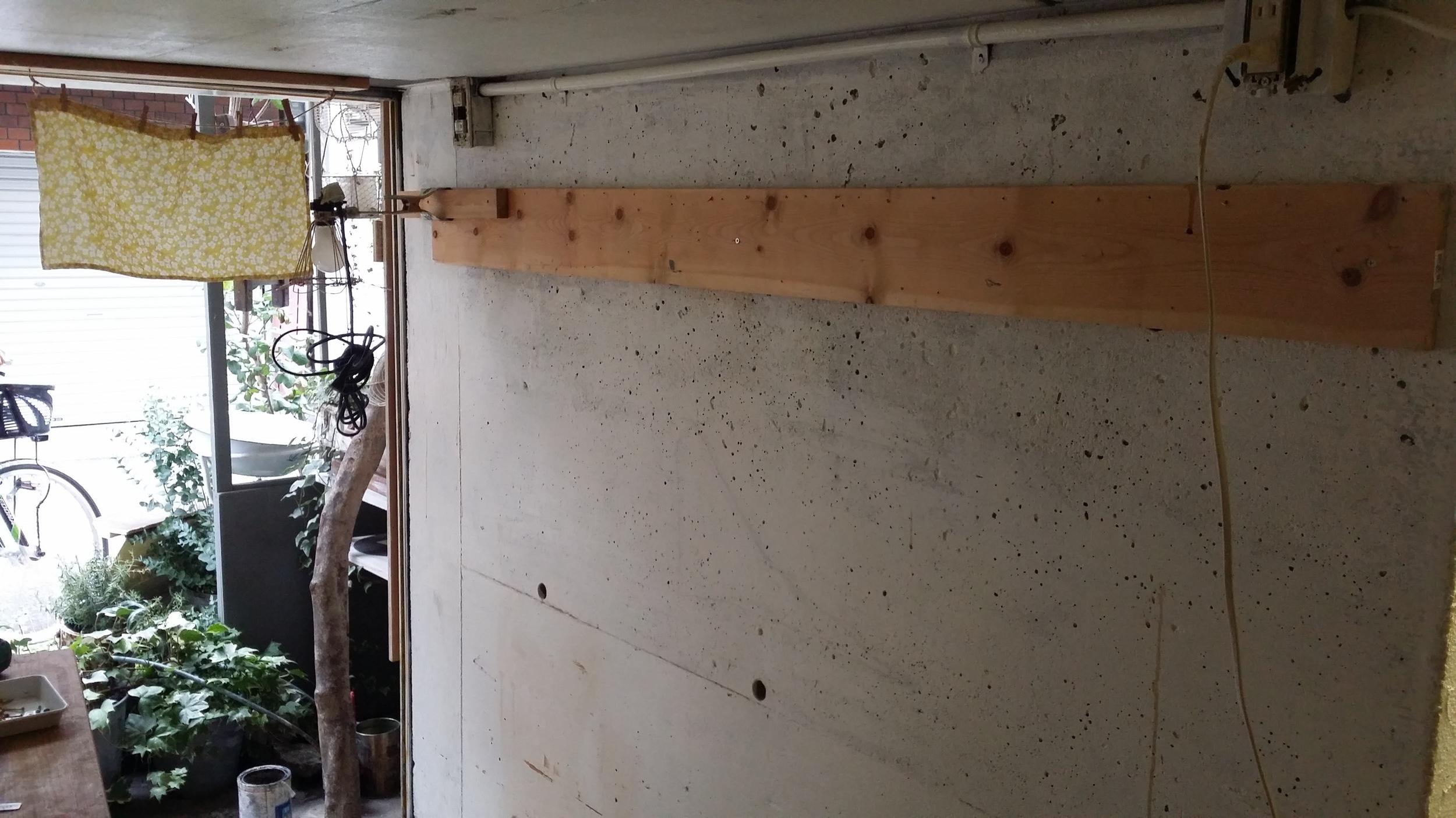 ペンキdiyまずはコンクリートのガレージの壁を塗り替えてみる タカラ